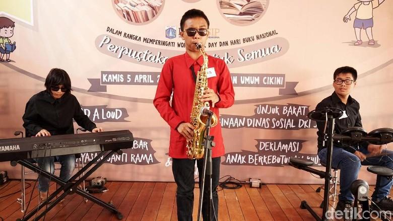 Aksi Memukau Anak Berkebutuhan Khusus Bermain Musik dan Melukis