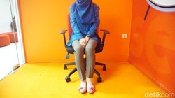 Urusan duduk bukan sekadar mengatur postur supaya tegak. Tahukah kamu, cara duduk juga bisa mengungkapkan kepribadian seseorang lho, seperti apa? Yuk simak!