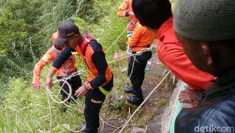 Mayat Pria Berbaju Batik Ditemukan Di Sumur Jalatunda Dieng
