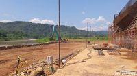 Jembatan Kali Kuto masih dalam pengerjaan