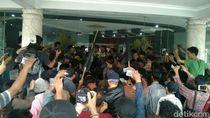 Aksi Saling Dorong Warnai Protes Warga Kulon Progo di Kantor PLN