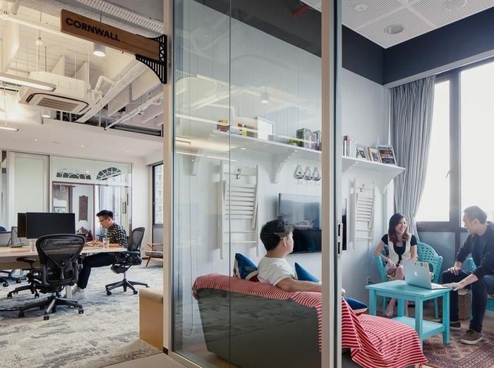 Kantor Jaman Now beda banget dengan masa-masa jadul. Makin banyak kantor yang suasananya dibuat santai dan asyik.