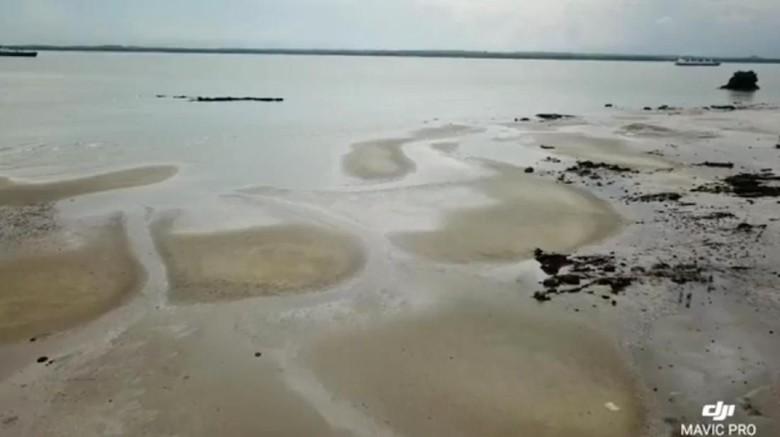 Potret Tumpahan Minyak di Teluk Balikpapan dari Udara