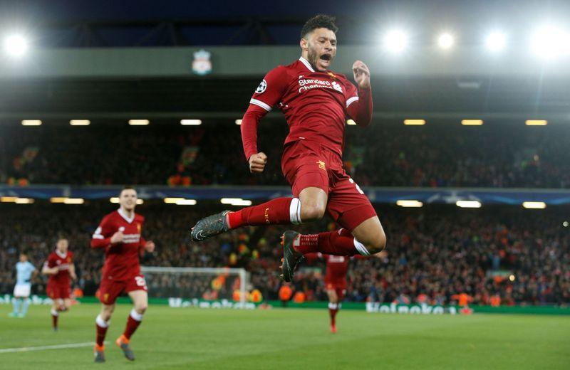Liverpool mengalahkan Manchester City 3-0 dalam leg pertama babak perempatfinal Liga Champions, Kamis (5/4/2018) dinihari. Alex Oxlade-Chamberlain, mencetak satu gol indah (Andrew Yates/Reuters)