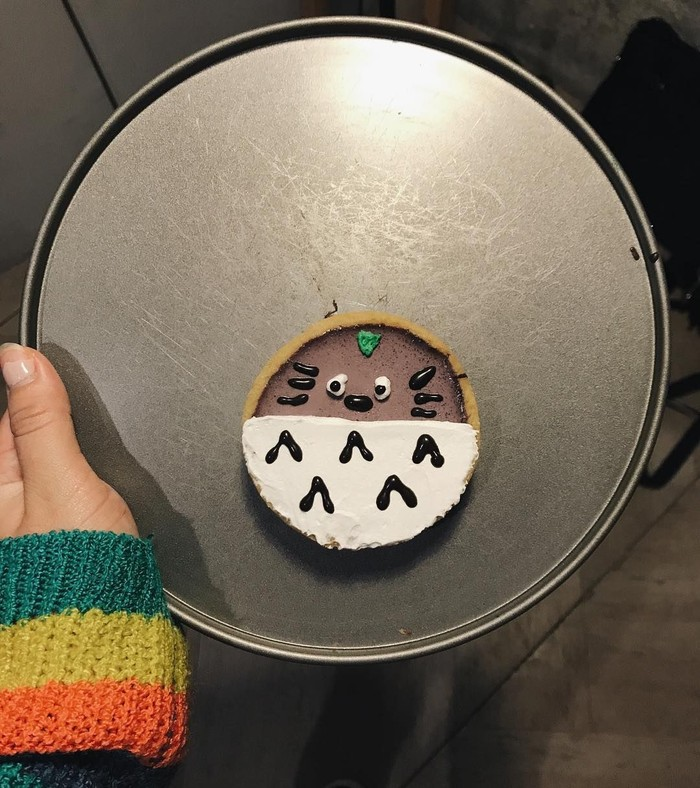 Bikin gemas! Kok unggahan Marsha bikin pengen ya. Kue berbentuk Totoro yang menggemaskan jadi camilan Marsha kali ini. Foto: Instagram @aruanmarsha