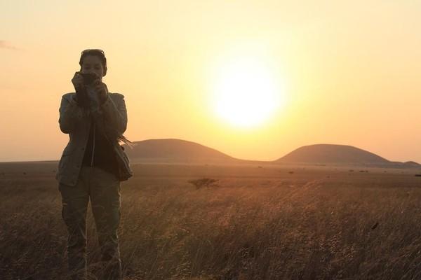 Di Afrika, Nadya mengatakan kekagumannya akan keindahan dari benua hitam. Ia pun tidak dapat berkata-kata saat melihat keindahan Gunung Kilimanjaro di sana (nadyahutagalung/Instagram)