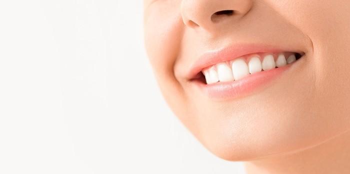 Orang-orang dengan gigi persegi dikaitkan dengan keteraturan dan mereka sangat terorganisir. Mereka tahu bagaimana menangani dan mengendalikan situasi dengan cara sebaik mungkin. Foto: Thinkstock