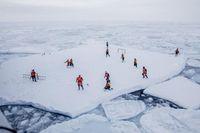 Sepakbola di atas Es