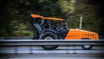 Gokil, Ini Traktor Paling Ngebut di Dunia