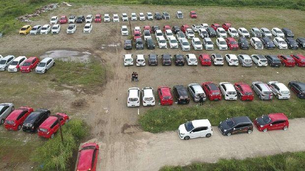 Cara 'Gila' Komunitas Kendaraan Rayakan Ultah (EMBG)