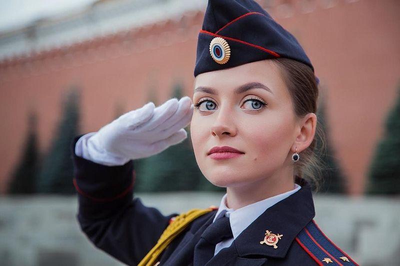 Nama Maria Kotikova mencuri perhatian di dunia maya. Dia adalah gadis cantik yang bekerja sebagai seorang penyelidik di kepolisian Rusia (_kotikova.m_/Instagram)