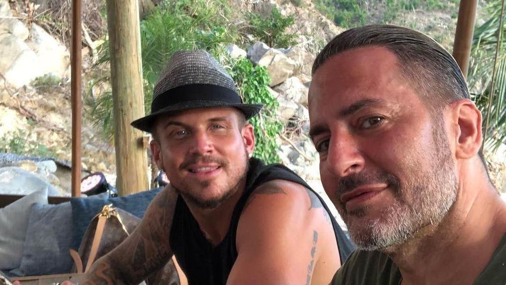 Melamar dengan Flashmob, Marc Jacobs Resmi Tunangan dengan Kekasihnya