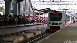 e-Ticketing KRL Diganti Tiket Kertas, Netizen: Gratiskan Saja!