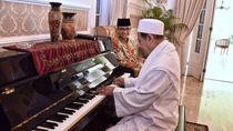 Ketika Habib Luthfi Main Piano di Rumah Dinas Anies