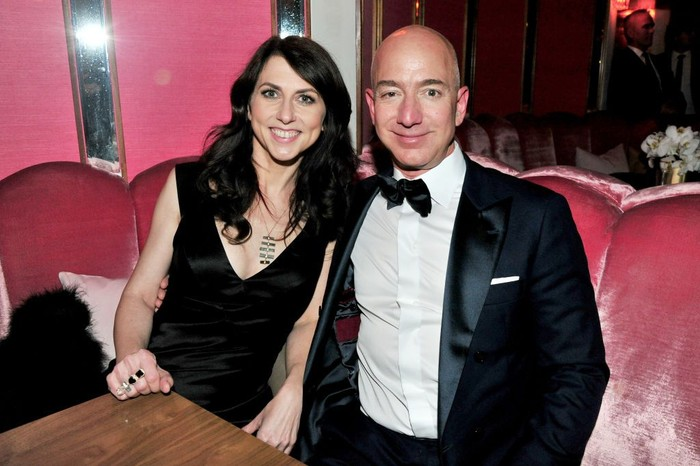 Jeff Bezos dan istrinya MacKenzie. Foto: Getty Images