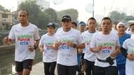 Sandiaga Lari Susuri Ciliwung 5 Kilometer