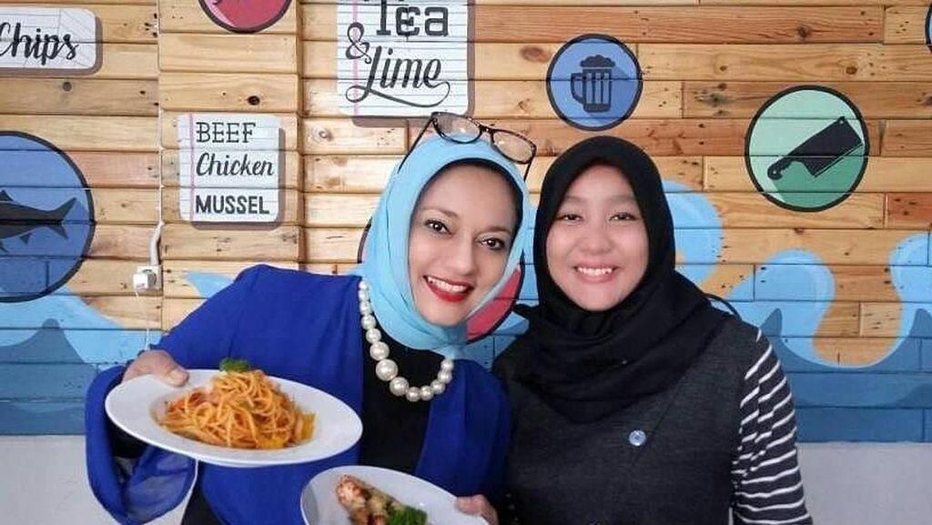 Intip Momen Seru Keluarga Marissa Haque Saat Nikmati Makanan