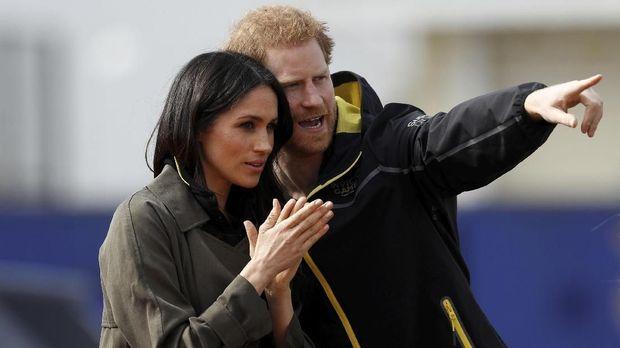 Hanya butuh dua tahun bagi Pangeran Harry untuk menikahi Meghan Markle.