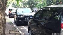 Ditantang Sandi, Dishub Siap Derek Mobil Parkir Liar di Senopati