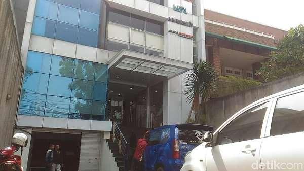 Polda Sulsel Datangi Gedung AbuCorp, Kantor Abu Tours di Jakarta