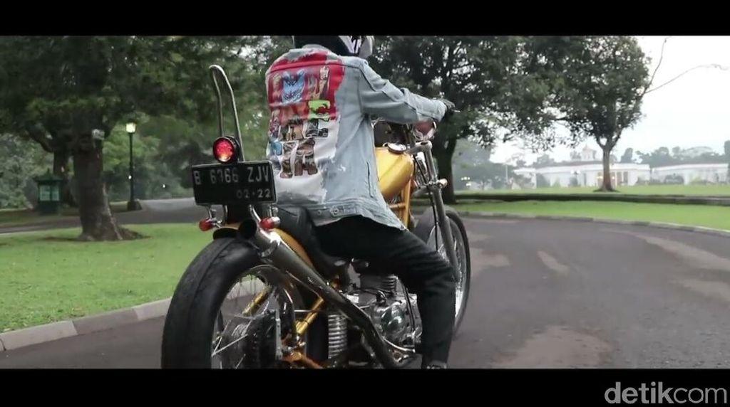 Nah, Jokowi Sekarang Gagah Naik Motor Pakai Helm