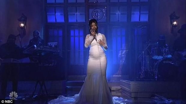 Selamat! Cardi B Pamer Kehamilan dengan Gaun Putih