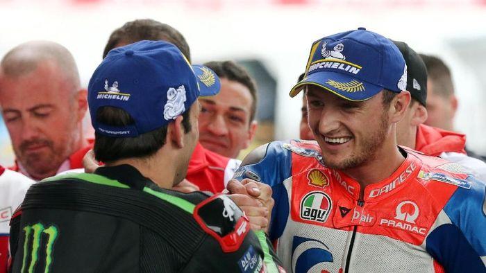 Jack Miller (kanan) merebut pole MotoGP Argentina (Marcos Brindicci/Reuters)