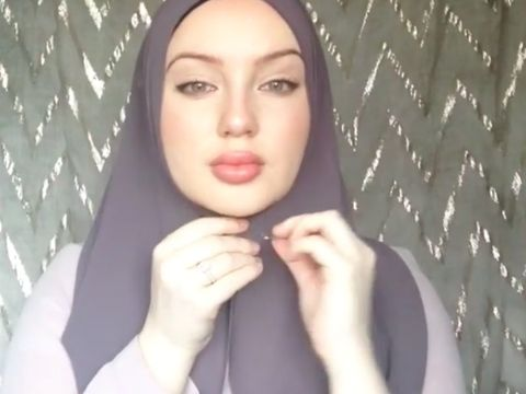 Tutorial Hijab Selendang Ala 'Angelina Jolie'