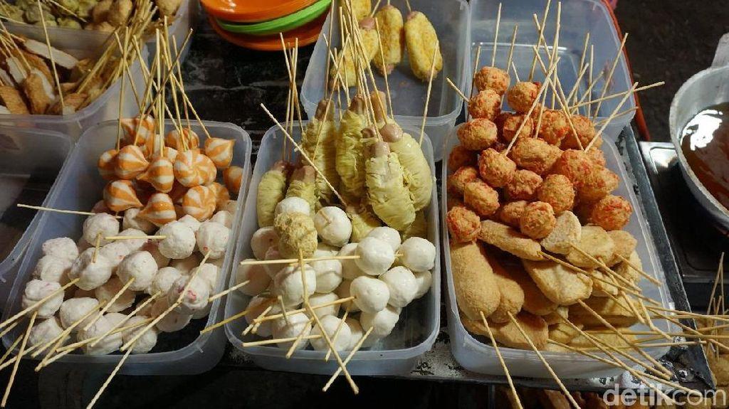 10 Ragam Kuliner Malam Murah Meriah di BKT