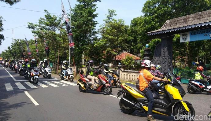 Rombongan skuter 4 tak tersebut tiba di GOR WR Soepratman, Sabtu (7/4/2018) siang.
