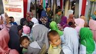 Antusiasme Warga Sukabumi Tunggu Jokowi Sosialisasi Stunting