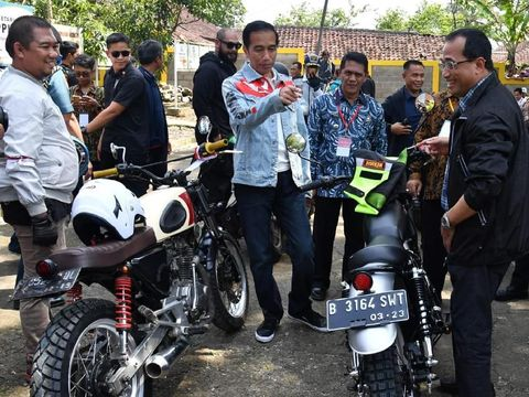 Jaket denim Jokowi saat touring karya Never Too Lavish