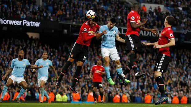 Sergio Aguero sembilan kali cetak gol di derby Manchester.