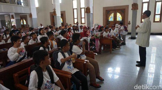 Agar Anak-anak Tahu Agama Tak Ajarkan Permusuhan