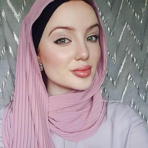 Tutorial Hijab Selendang Ala Angelina Jolie