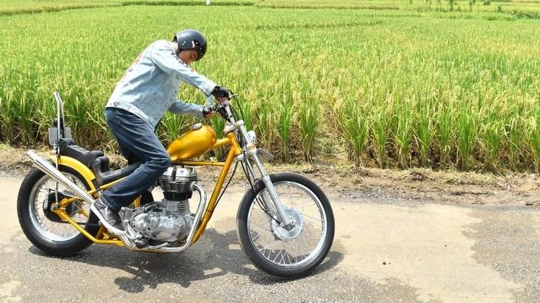 Presiden Joko Widodo dan motor Chopperland Foto: Laily Rachev-Biro Pers Setpres