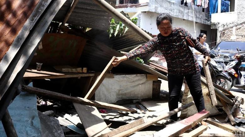Puluhan Bangunan Semi Permanen di Kalideres Dibongkar