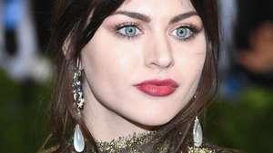 Frances Bean, Putri Cantik Kurt Cobain Jajal Panggung Musik