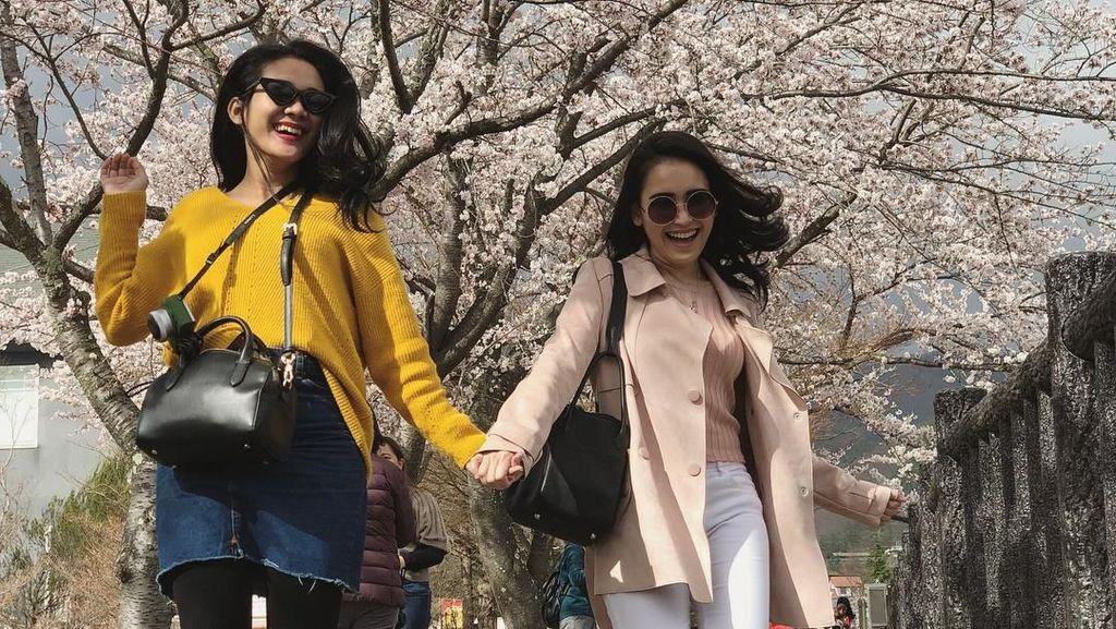 Gaya Mewah Ayu Ting Ting Liburan di Jepang Pakai Tas Ratusan Juta