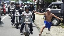 Ini Alasan Bona Telanjang Dada dan Tanpa Sandal Kejar Jokowi