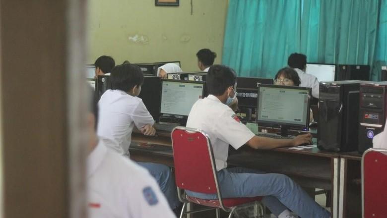 Curhat Siswa Saat UNBK: Dipaksa Membawa Laptop oleh Sekolah