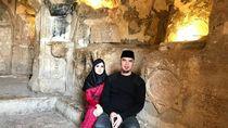 Intip Liburannya Ahmad Dhani di Gua Ashabul Kahfi