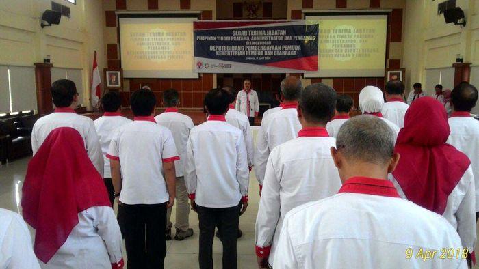 Deputi 1 Bidang Pemberdayaan Pemuda Kemenpora melakukan serah terima jabatan (Sertijab) pada jajarannya pada Senin (9/4) siang. Lokasi yang dipilih kali ini adalah bukan kantor Kemenpora, tapi di Pusat Pemberdayaan Pemuda dan Olahraga Nasional (PPPON), Cibubur, Jakarta Timur. Pool/Kemenpora.
