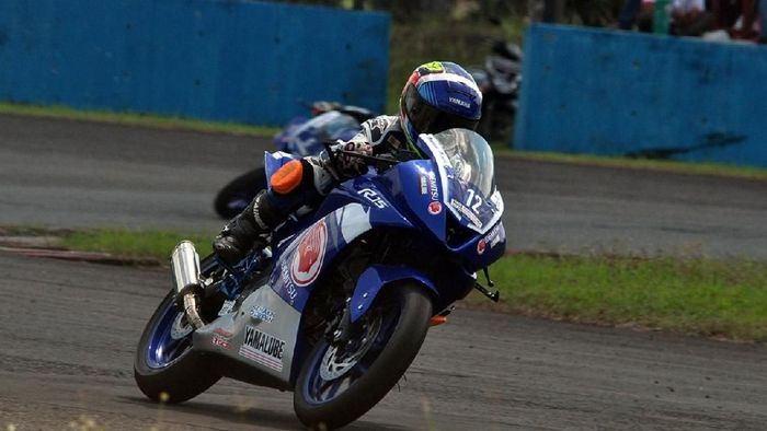 Pebalap 11 tahun asal Yogyakarta, Aldi Satya Mahendra, juara di kelas All New R15 (dok.Yamaha Indonesia)