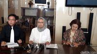 Ratna Sarumpaet menggelar jumpa pers terkait somasi kepada Dishub DKI Jakarta