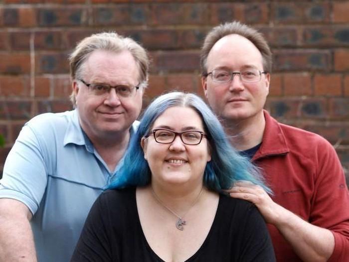 Mary Crumpton yang hidup bersama suami, tunangan, dan dua pacarnya. Foto: Istimewa