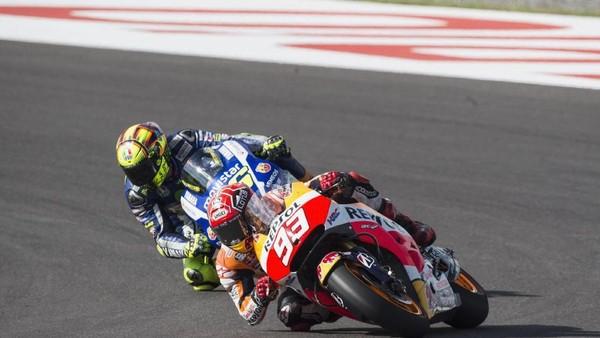 Serangan-serangan Rossi dan Pembelaan Diri Marquez