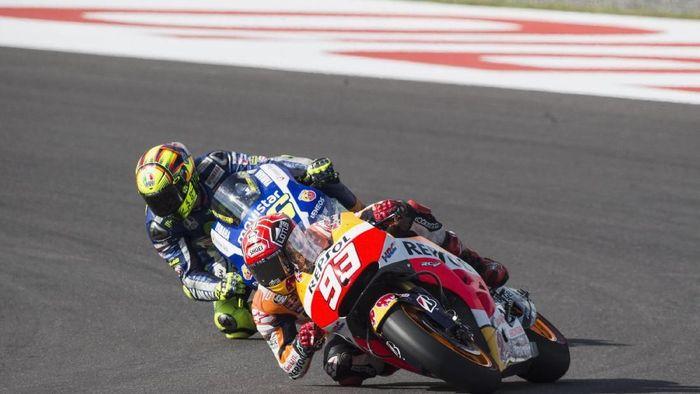 MotoGP Argentina 2015 jadi awal perseteruan Marc Marquez dan Valentino Rossi. Padahal sebelum itu hubungan kedua adem ayem. (Mirco Lazzari gp/Getty Images)
