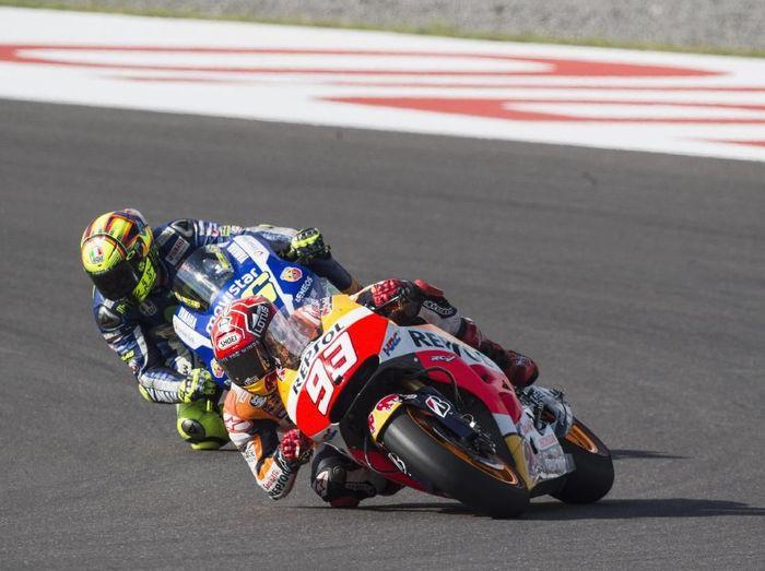 Valentino Rossi mengeluarkan komentar keras terkait insiden di MotoGP Argentina, sementara Marc Marquez membela diri (Mirco Lazzari gp/Getty Images)