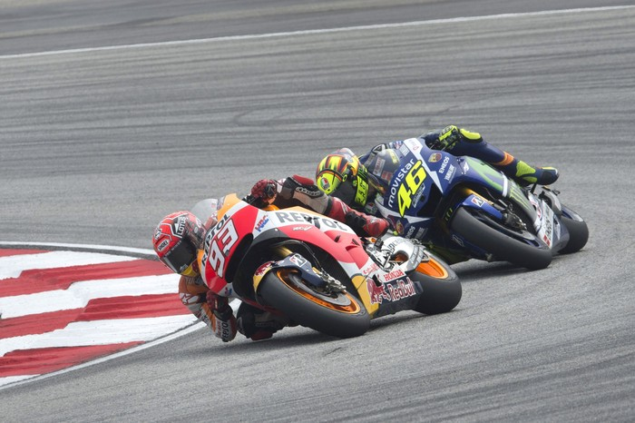 KUALA LUMPUR, MALAYSIA - OCTOBER 25:  Marc Marquez of Spain and Repsol Honda Team leads Valentino Rossi of Italy and Movistar Yamaha MotoGP during the MotoGP race during the MotoGP Of Malaysia at Sepang Circuit on October 25, 2015 in Kuala Lumpur, Malaysia.  (Photo by Mirco Lazzari gp/Getty Images)